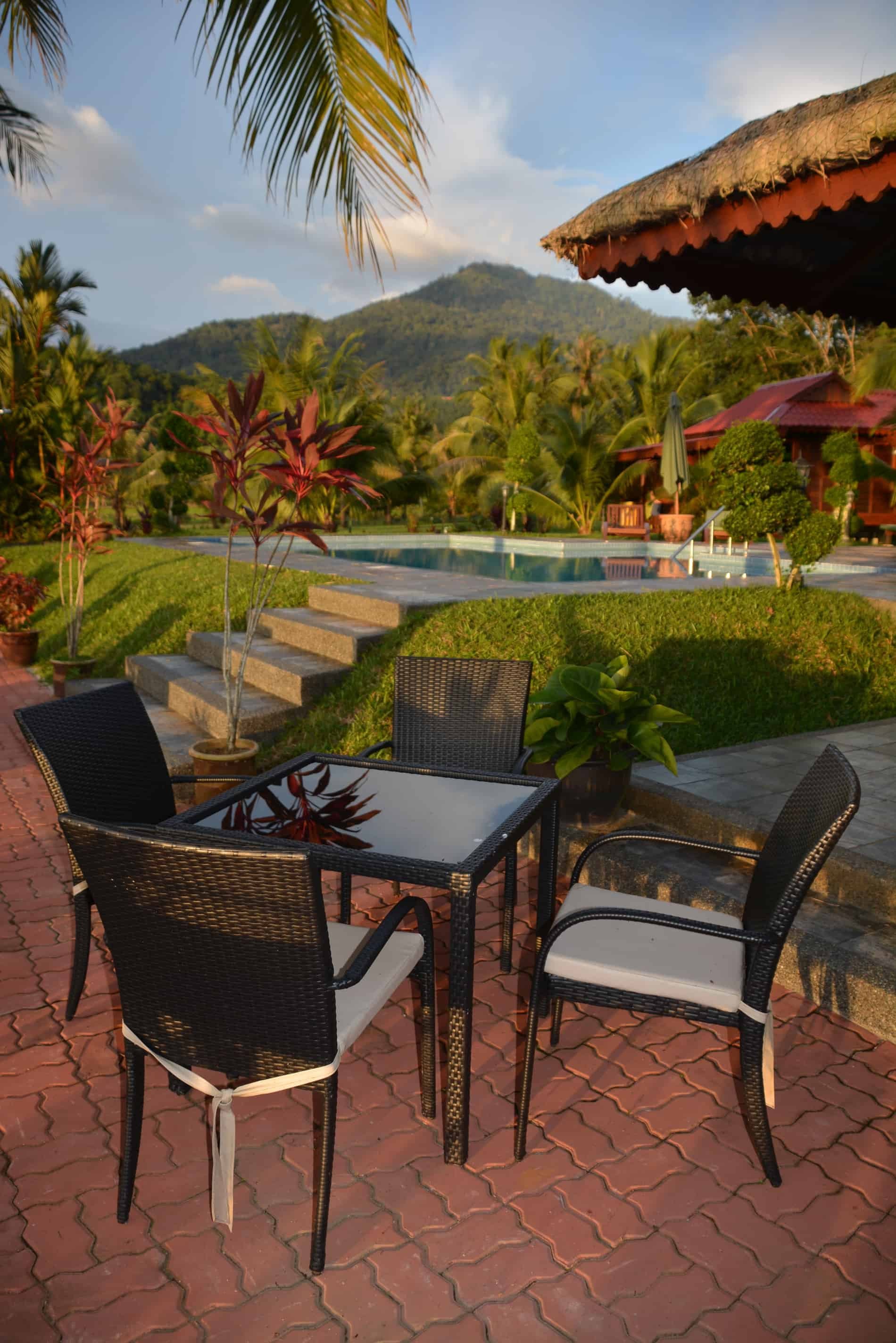 Sunset Valley Holiday Houses - outside dining area