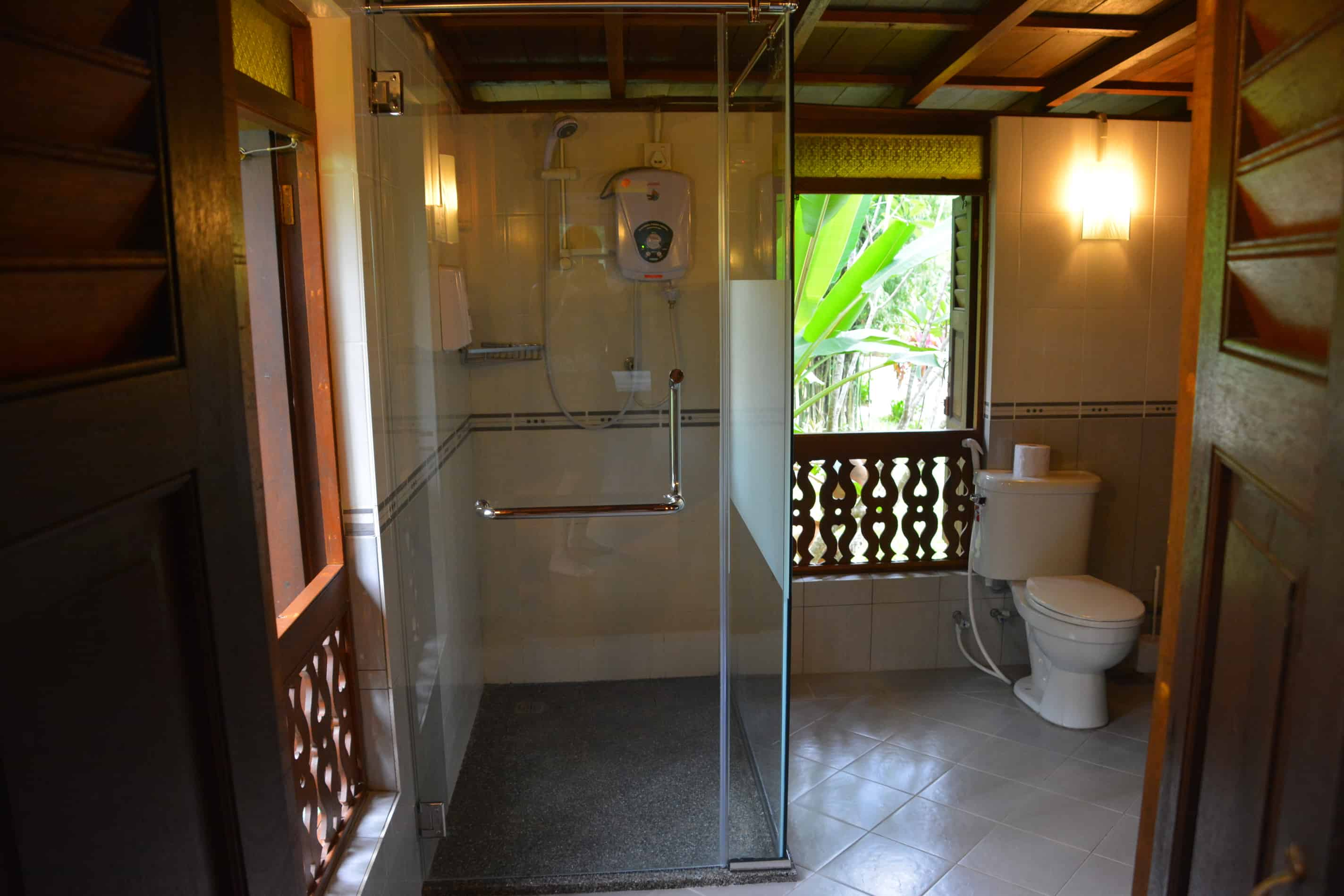 Forest House - Shower and bathroom